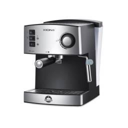 Cafetera Expresso y Capuccino Xion 850W 15 Bares 1.6 Litros